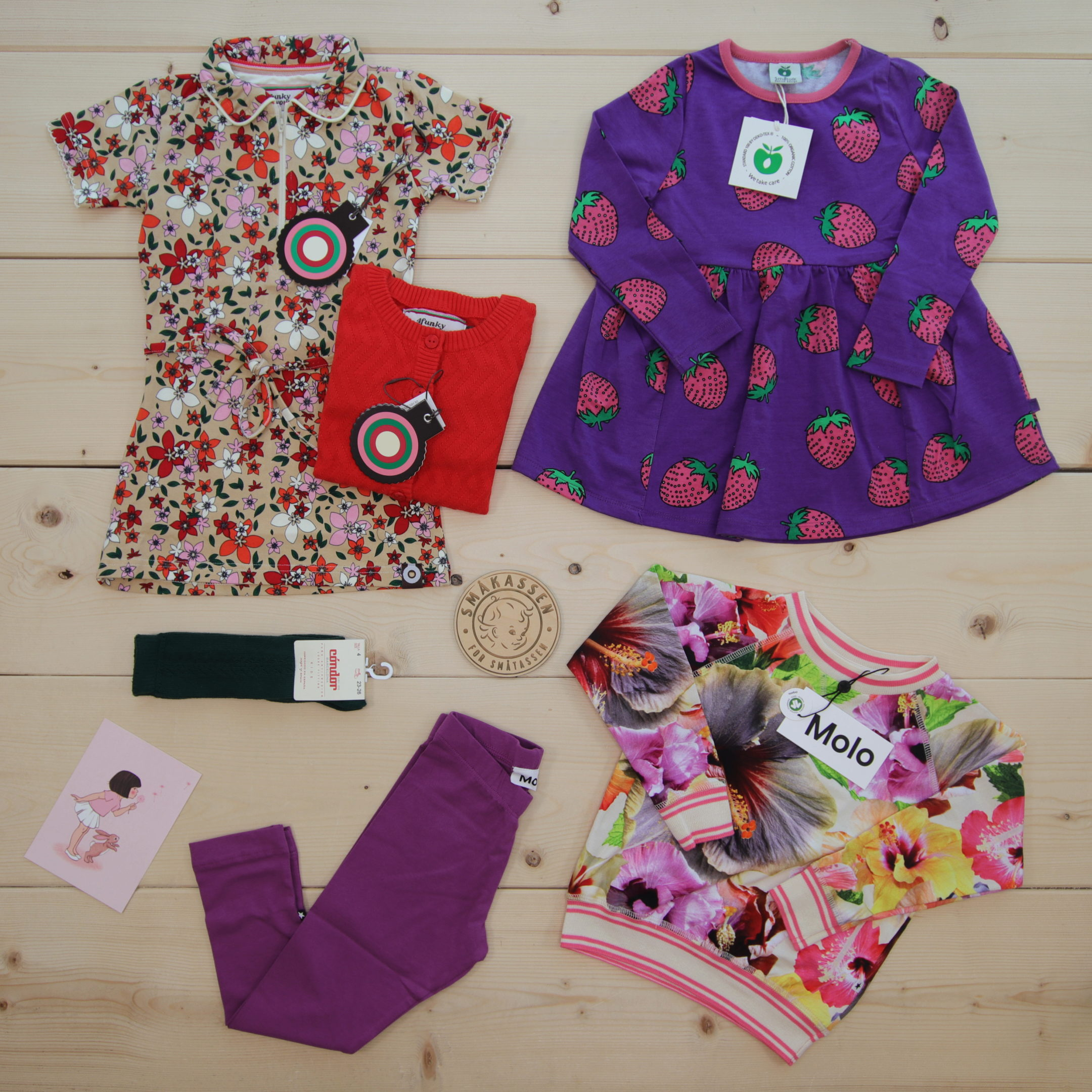 This is a 2000 NOK* Småkassen that we prepared for a girl  in the styles cute and colorful in size 98