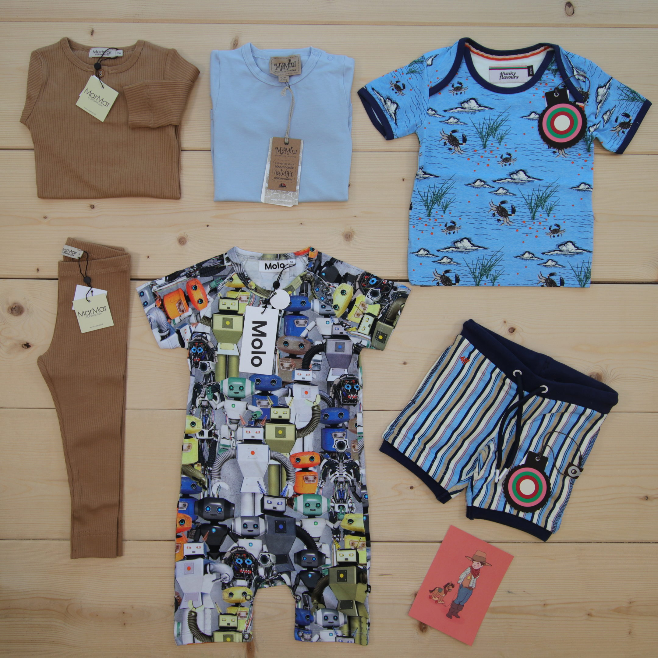 This is a 125 GBP* Småkassen that we prepared for a boy  in the styles cool, colorful, and cute in size 86
