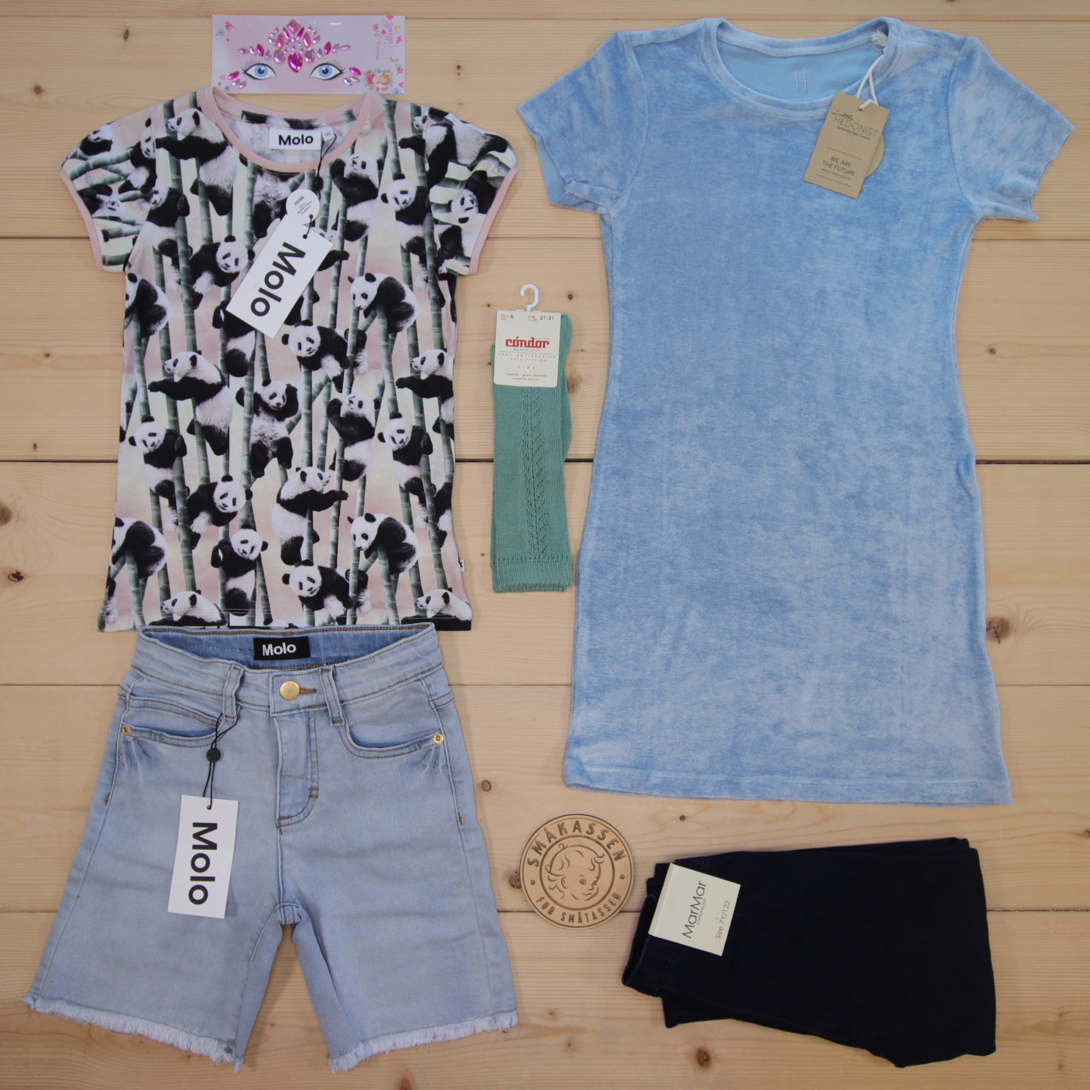This is a 2000 NOK* Småkassen that we prepared for a girl  in the styles cute and cool in size 122