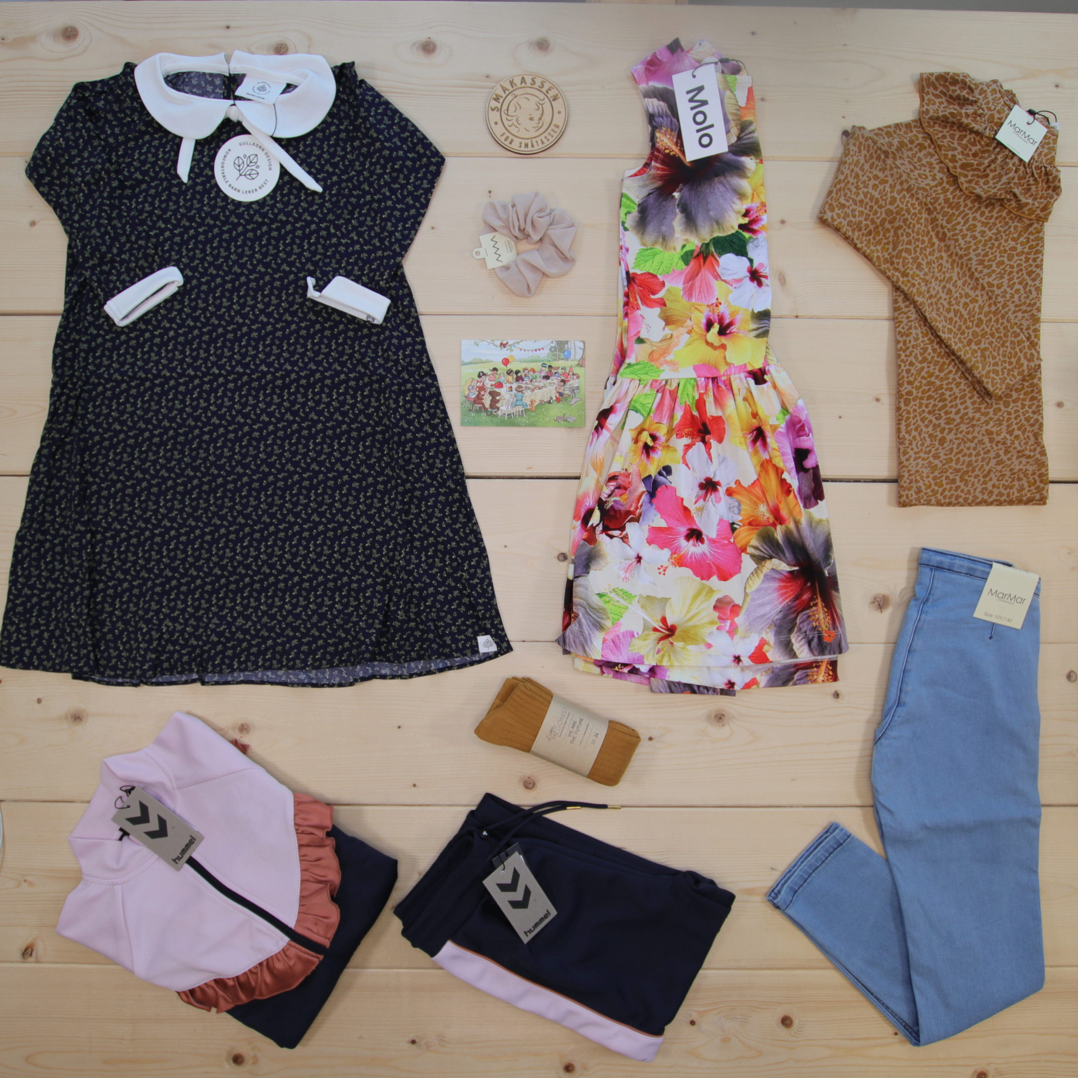 This is a 3000 NOK* Småkassen that we prepared for a girl  in the styles cute, cool, and colorful in size 140