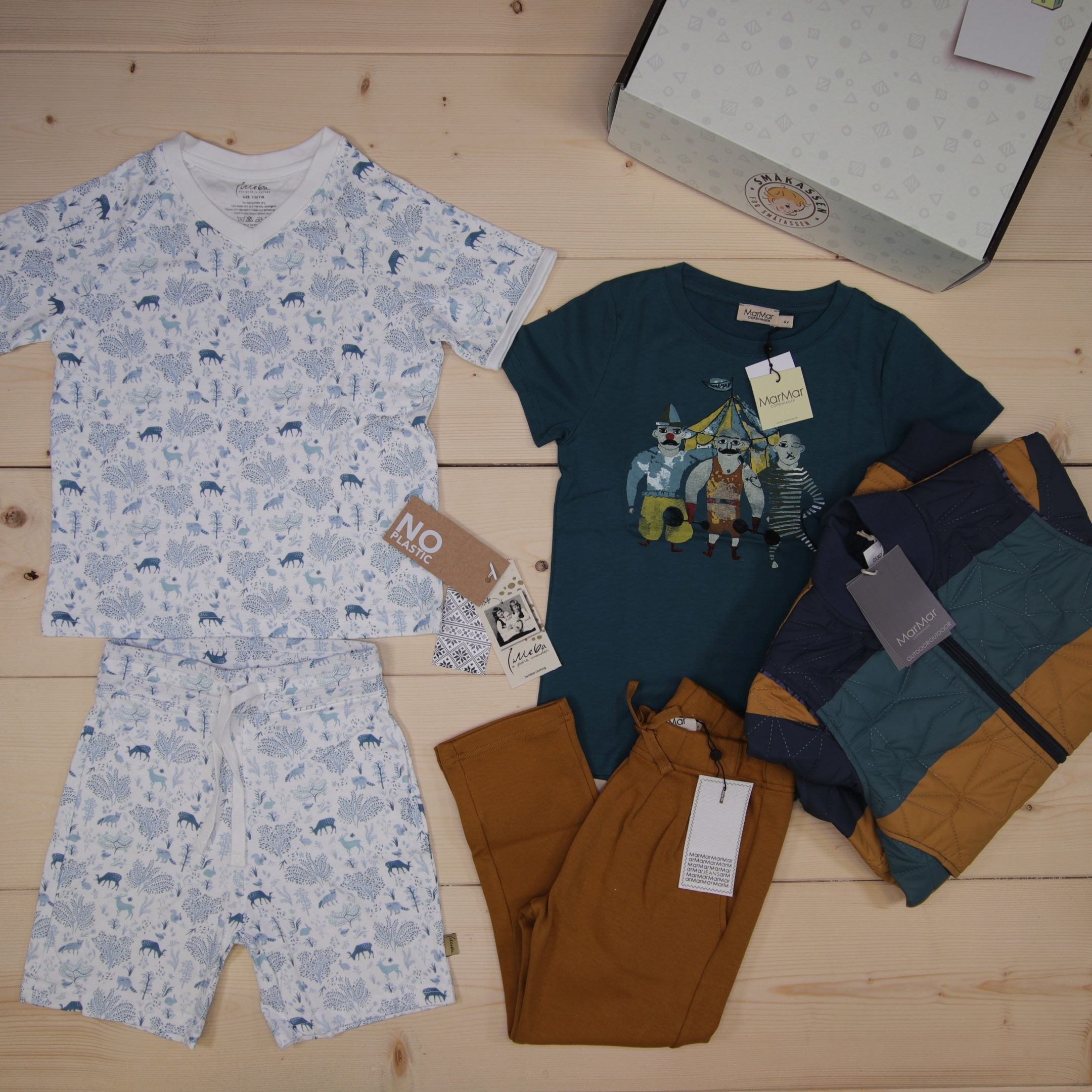 This is a 125 GBP* Småkassen that we prepared for a boy  in the styles cute and cool in size 116