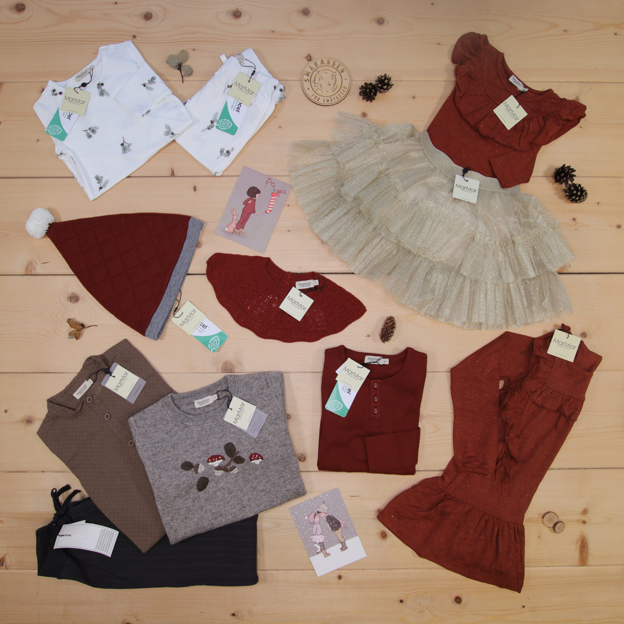 Only two months until Christmas 🎅 Check out these wonderful holiday season outfits from MarMar 🎄🎁  Dette er Småpakke som vi forberedte for en jente i stilene cute og cool