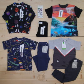 This Småkassen was requested for a boy who likes animals, nature and music 🐊🦍🐅🦈🌴🌊🌋🎼  This is a The Childish Stylist that we prepared for a boy in the styles cute and cool in size 104.