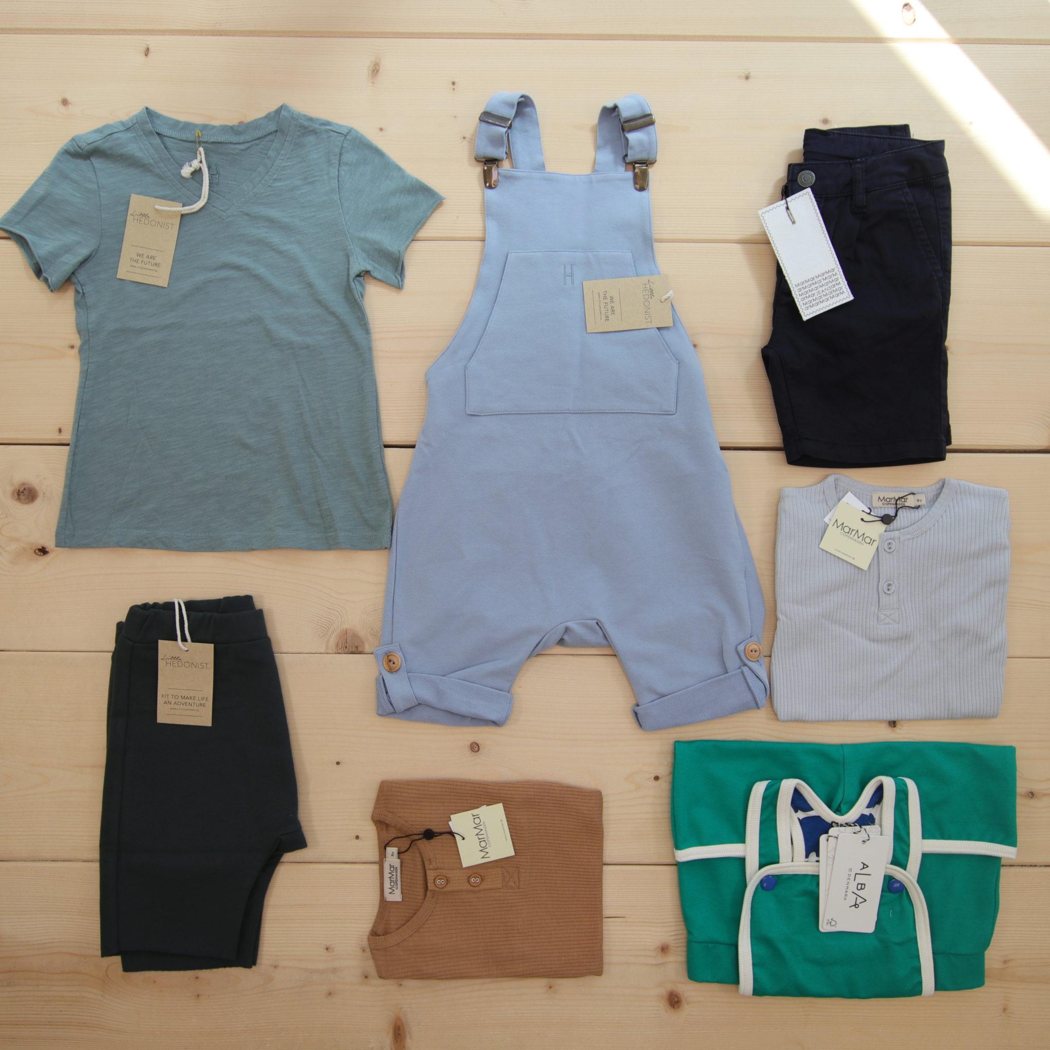 Dette er Småpakke som vi forberedte for en gutt i stilen minimalistic