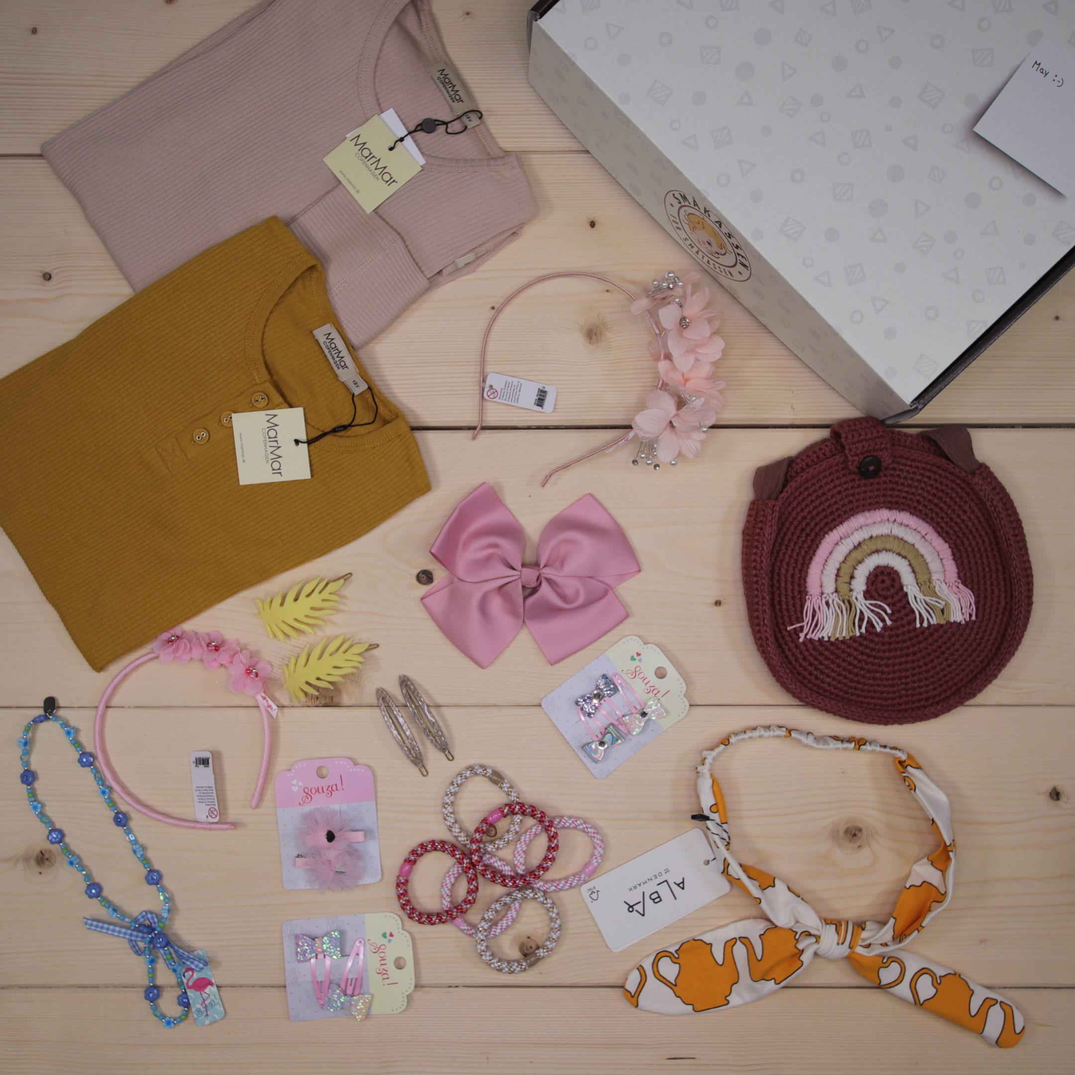 This was a special box for a Småkassen-member in the UK, mostly filled with cute accessories   Dette er Småpakke som vi forberedte for en jente i stilene cute og cool
