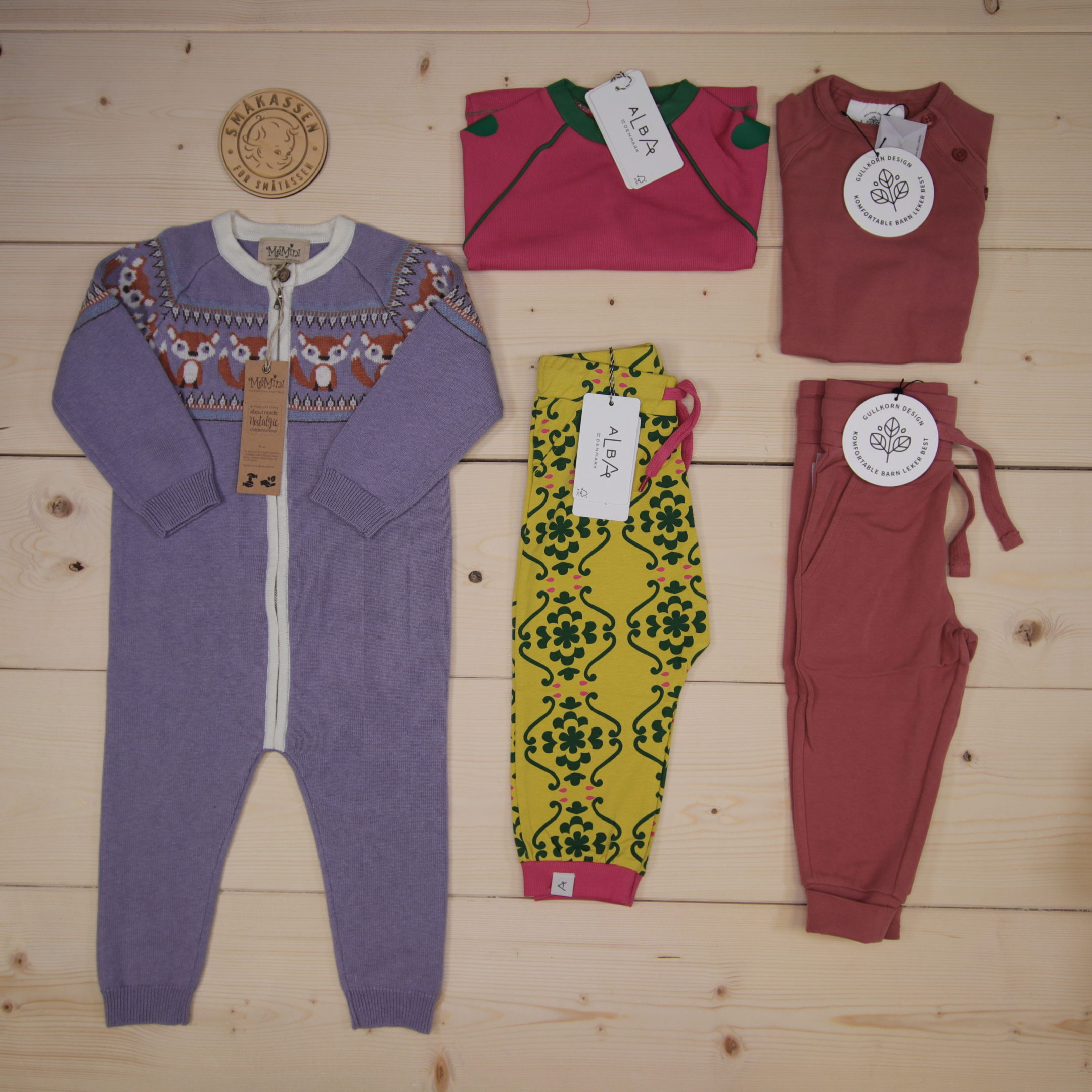 We sent these outfits to Milano, Italy!  This is Småkassen that we prepared for a girl in the styles cute, cool, and colorful in size 86.