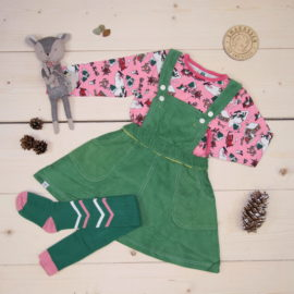 Småfolk and Alba combined makes a cool Christmas outfit 💚💗❤️  This is a The Childish Stylist that we prepared for a girl in the styles cute, cool, and colorful in size 98.