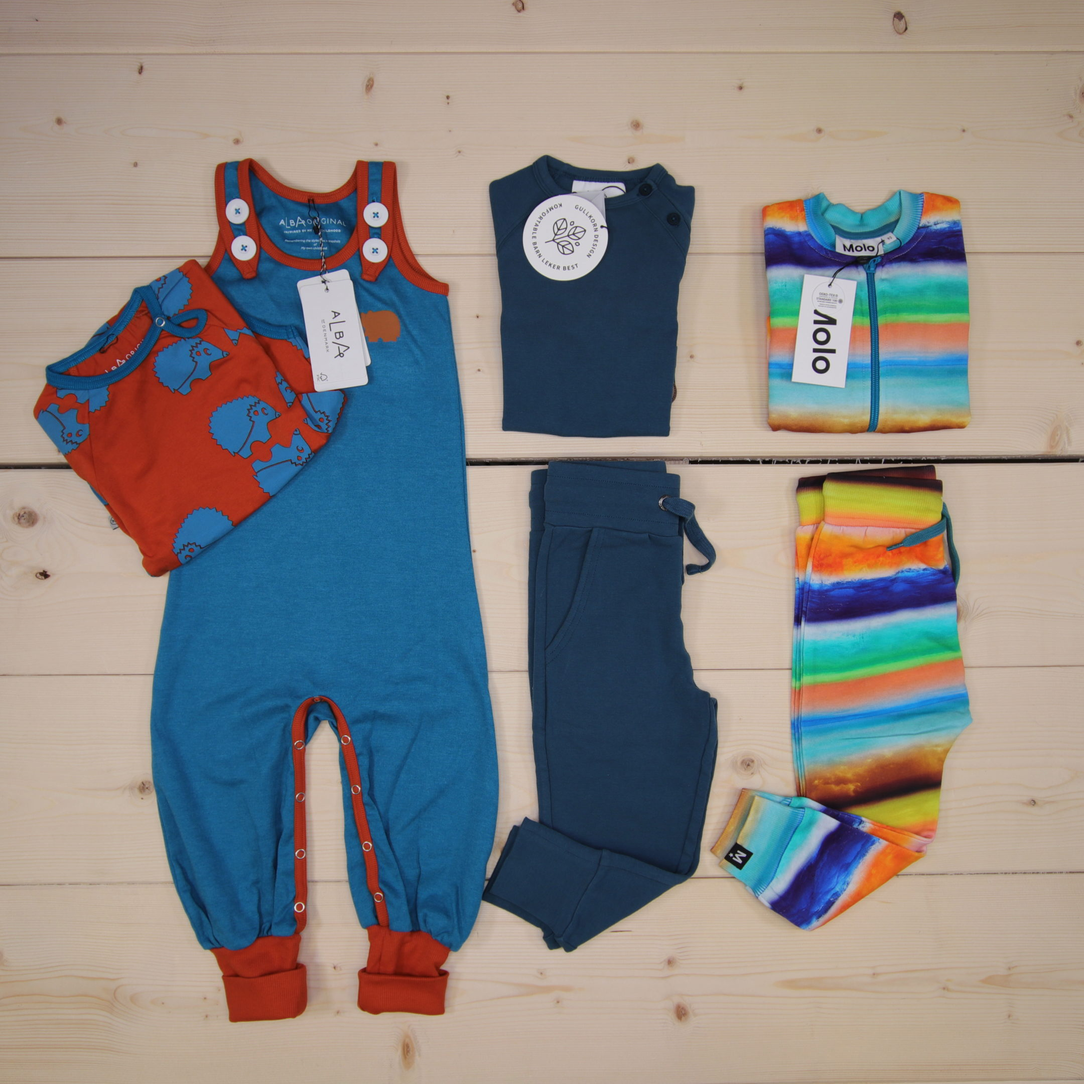 This is a 125 GBP* Småkassen that we prepared for a boy  in the styles cute, cool, and colorful in size 92