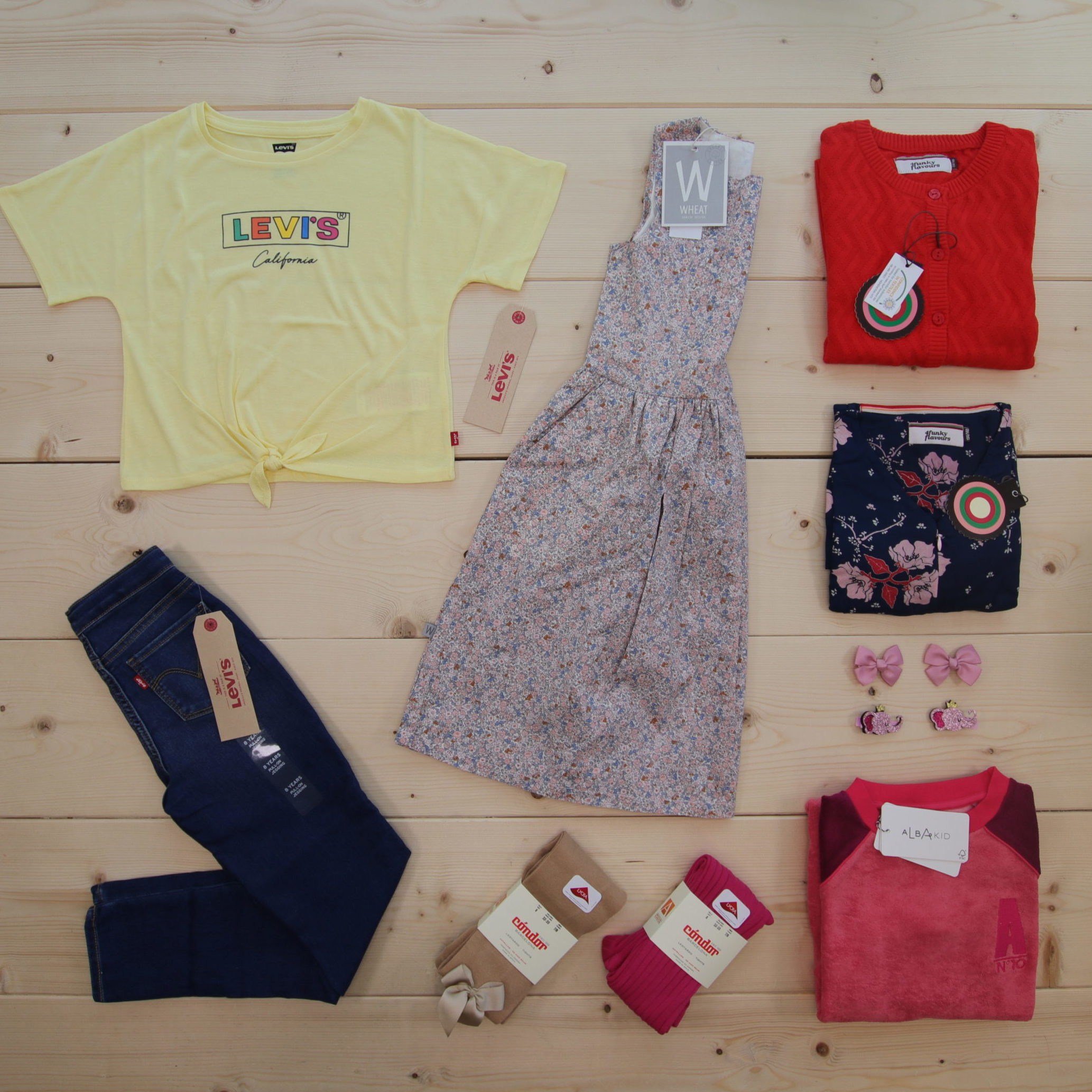 NEWS from Levi's, Wheat, 4 Funky Flavours, Alba, Cóndor, and Den lille prikken over i'en ❤️📦 #news #ss20  This is a 4000 NOK* Småkassen that we prepared for a girl  in the styles cute, cool, and colorful in size 134