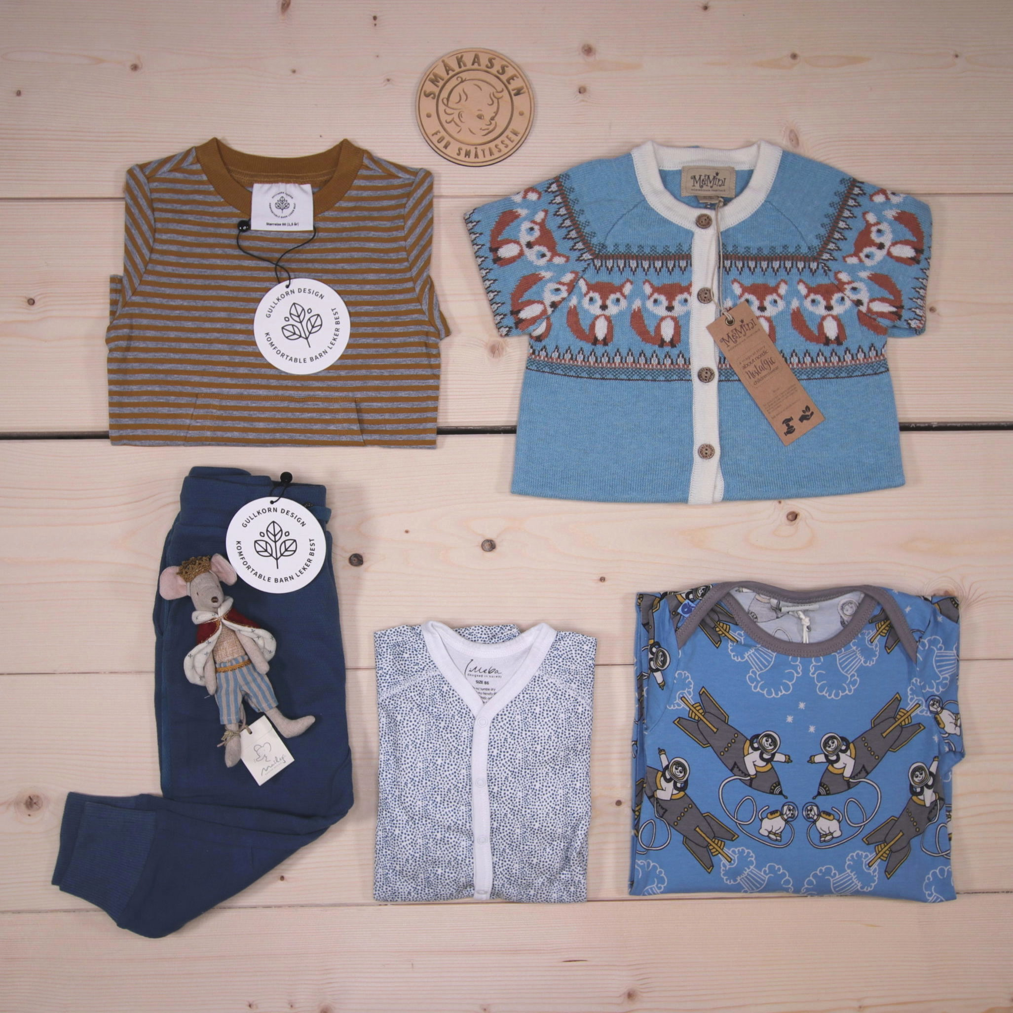 This is Småkassen that we prepared for a boy in the styles cute and cool in size 86.