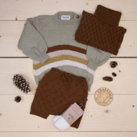News from Shirley Bredal, Bubble shorts, Rainbow sweater and Neckwarmer all made of wool, great for colder weather 🌈🐑  @shirleybredal #shirleybredal  This is a The Childish Stylist that we prepared for a boy in the style cute in size .