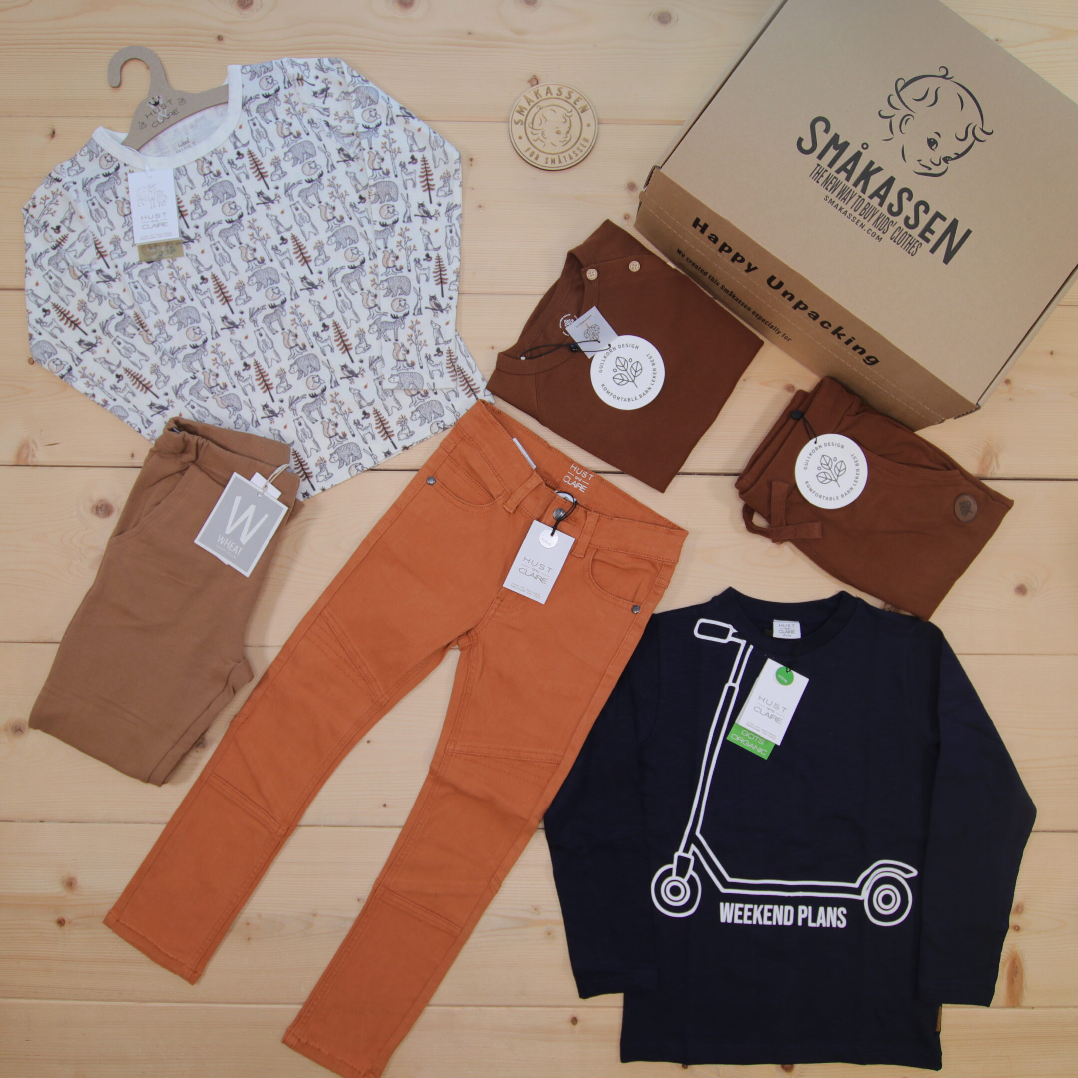 This is a 2000 NOK* Småkassen that we prepared for a boy  in the styles cute and cool in size 122