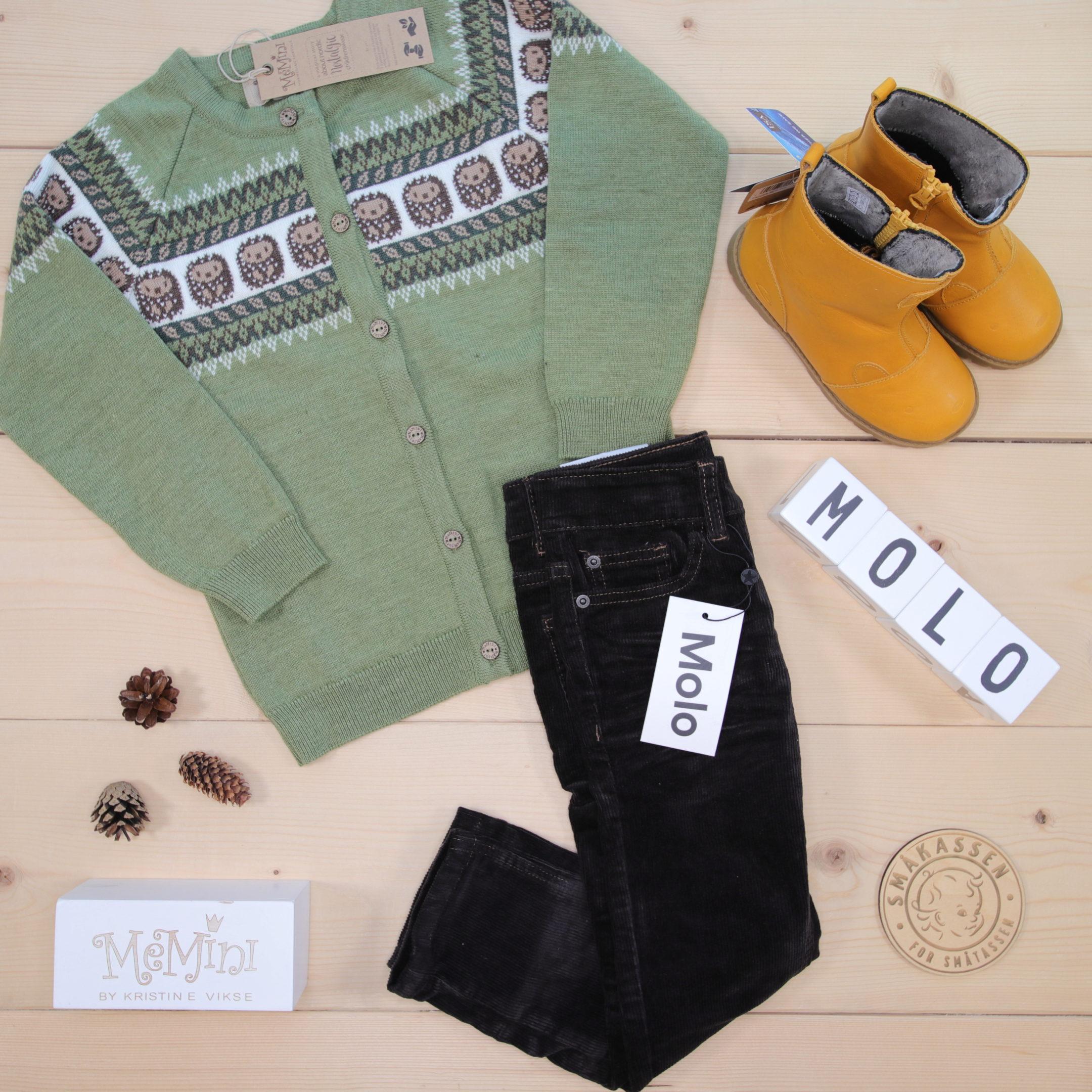 Cute combo of Molo pants, MeMini cardigan and their new Fairytale boots 🦔🧡🍁🥾  Dette er Småpakke som vi forberedte for en gutt i stilen cute