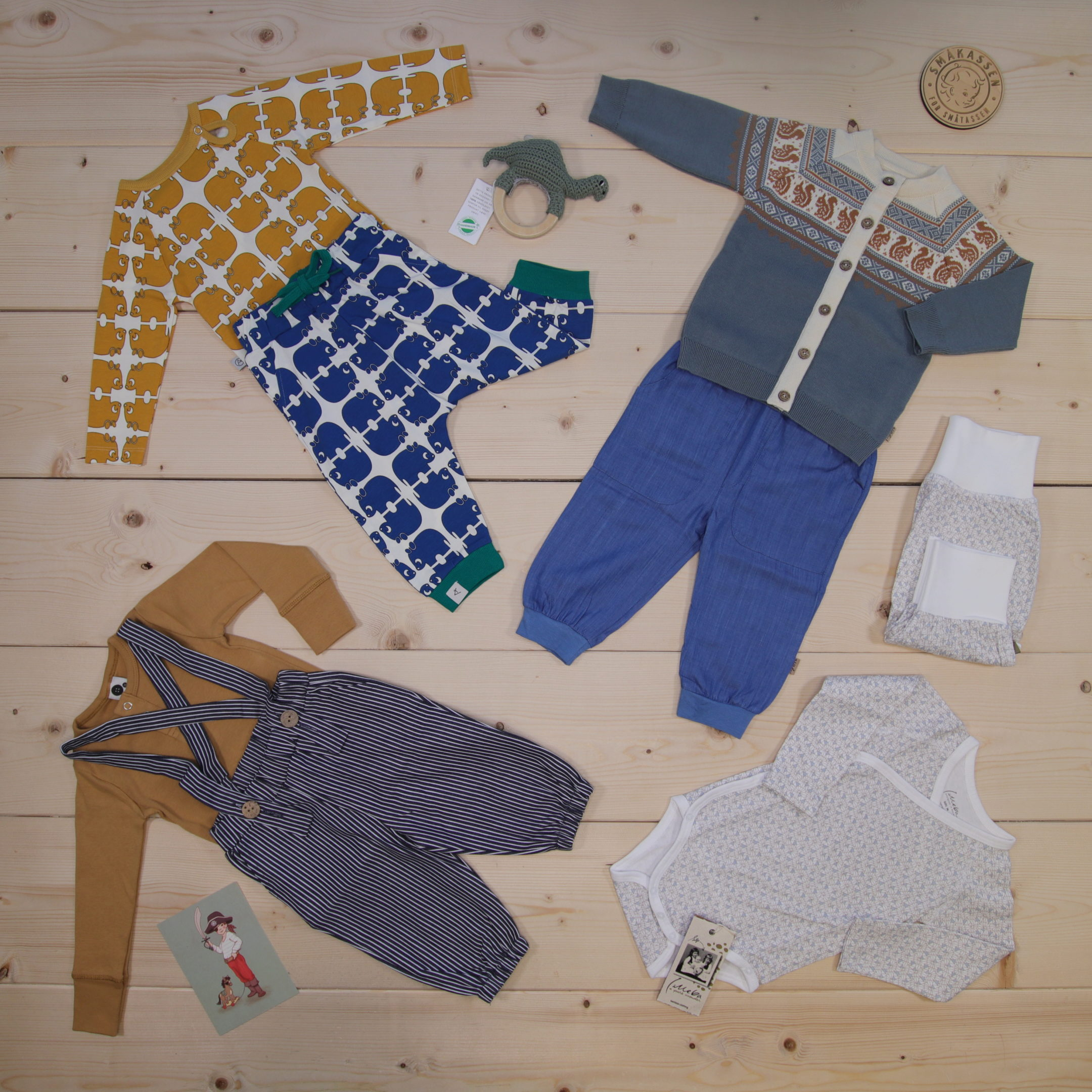 This is a 3000 NOK* Småkassen that we prepared for a boy  in the styles cute and cool in size 74