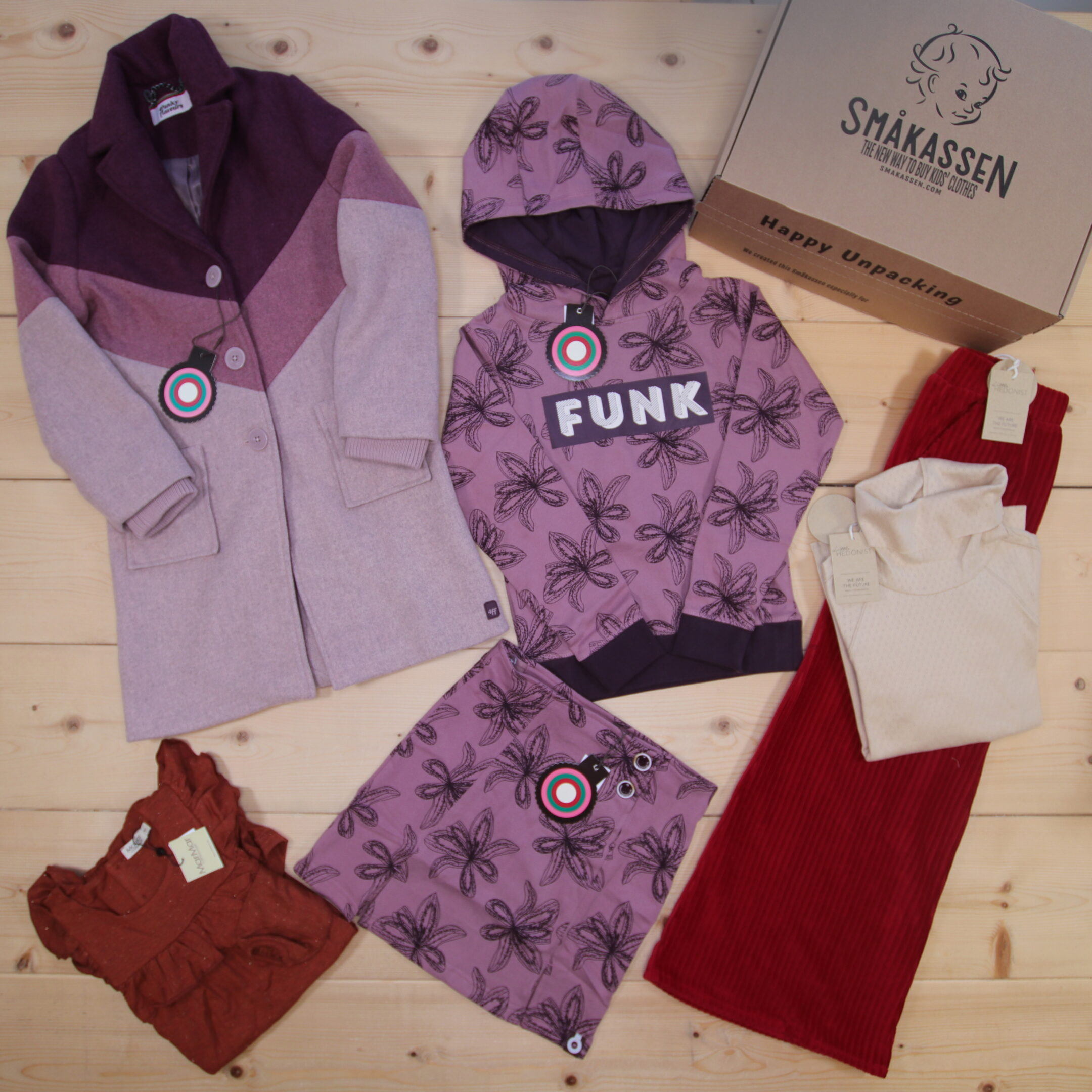 This is a 250 GBP* Småkassen that we prepared for a girl  in the styles cool and colorful in size 140
