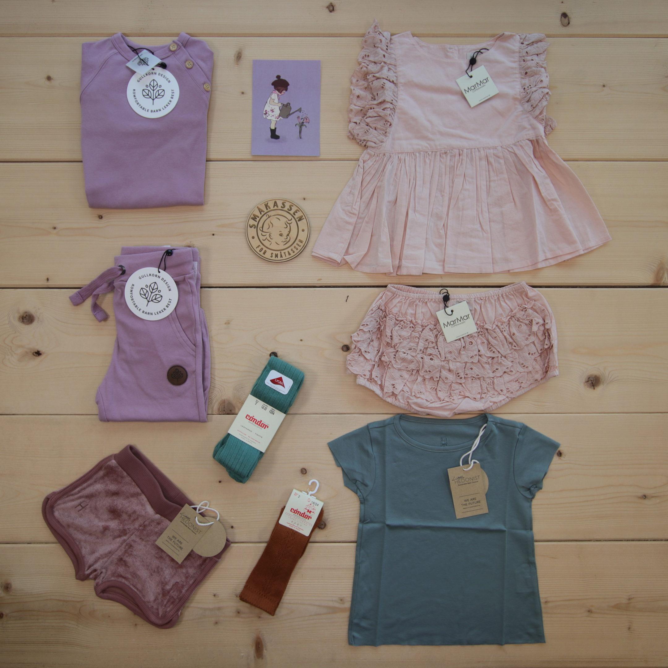Dette er Småpakke som vi forberedte for en jente i stilene cute og minimalistic