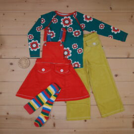 This is a The Childish Stylist that we prepared for a girl in the style colorful in size 104.