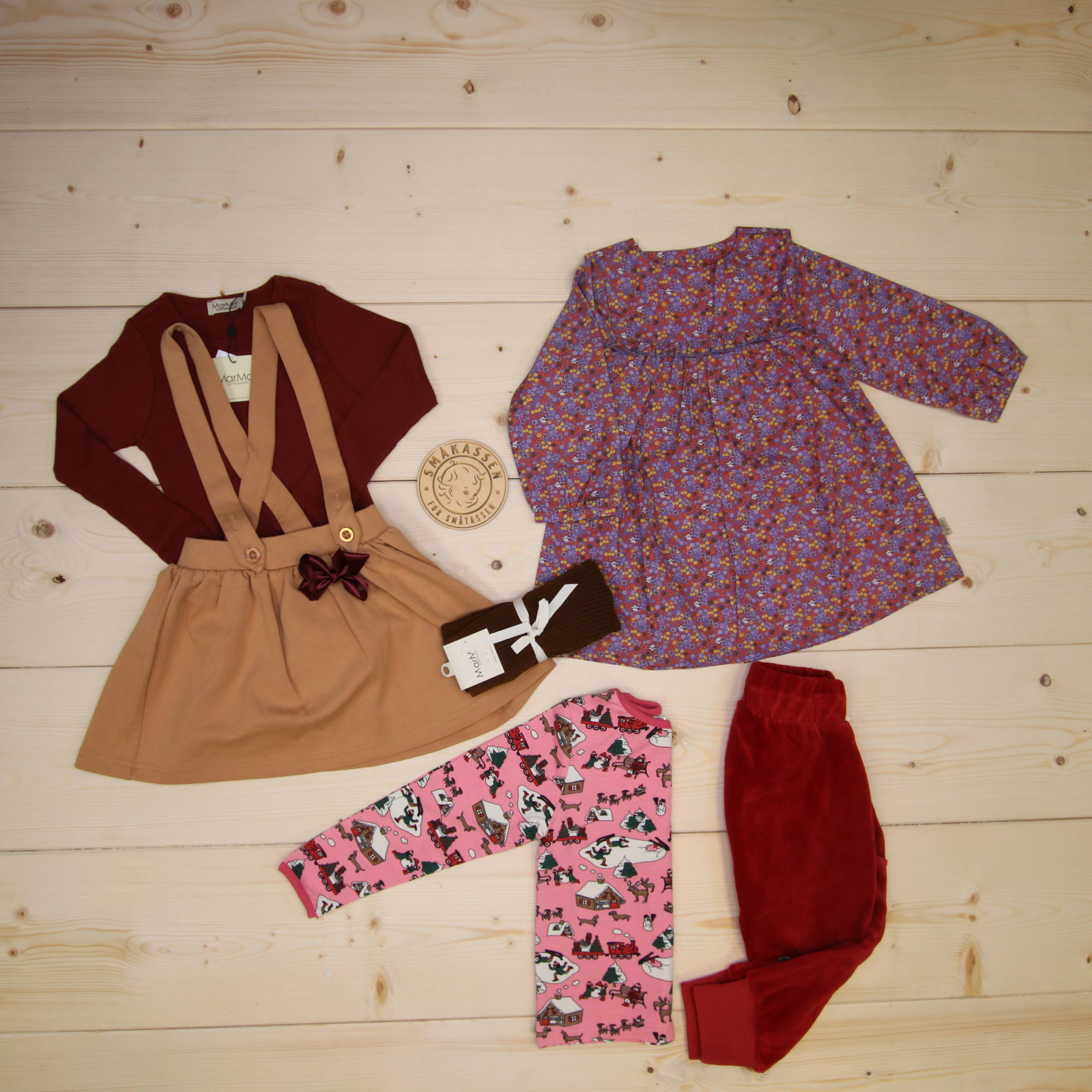 This is Småkassen that we prepared for a girl in the style cute in size 98.