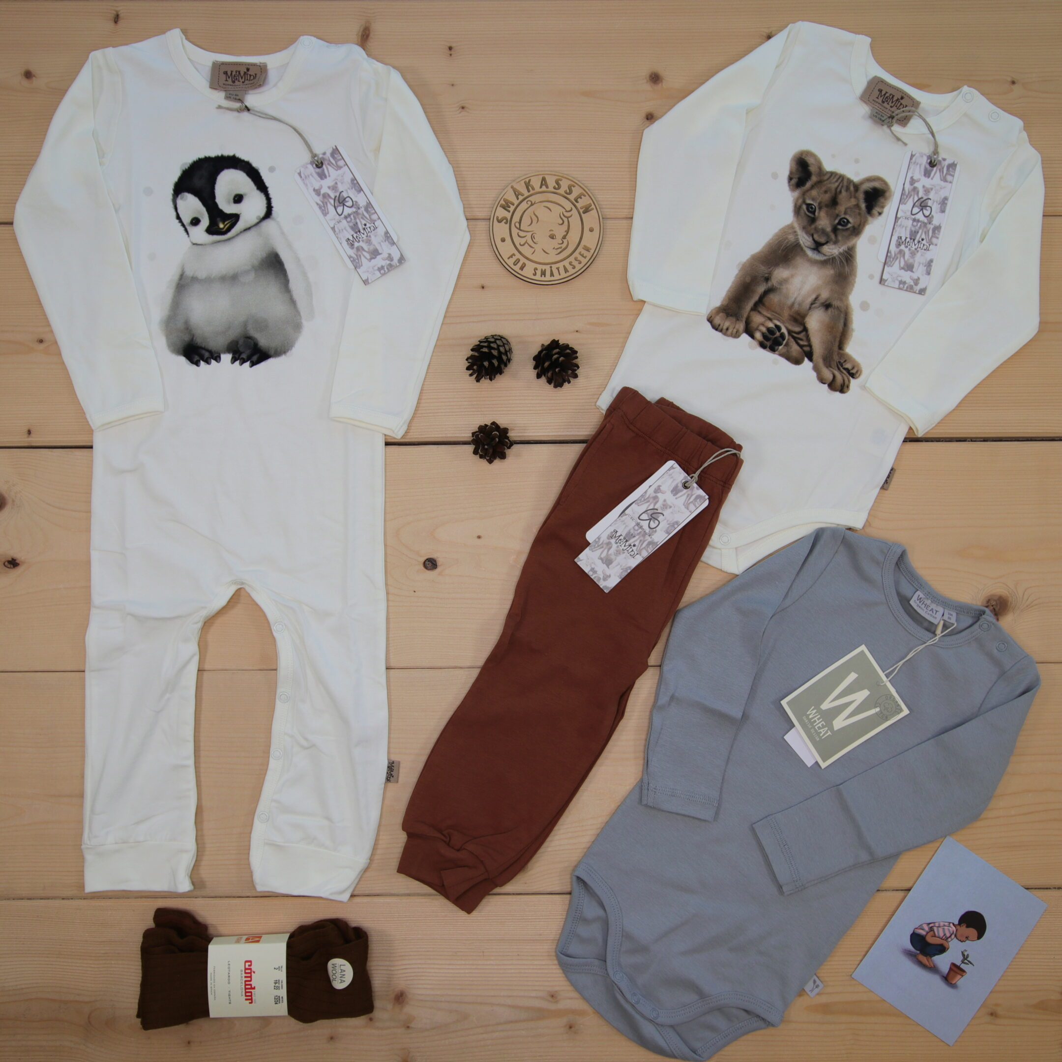 This is a 1500 NOK* Småkassen that we prepared for a boy  in the style cute in size 86
