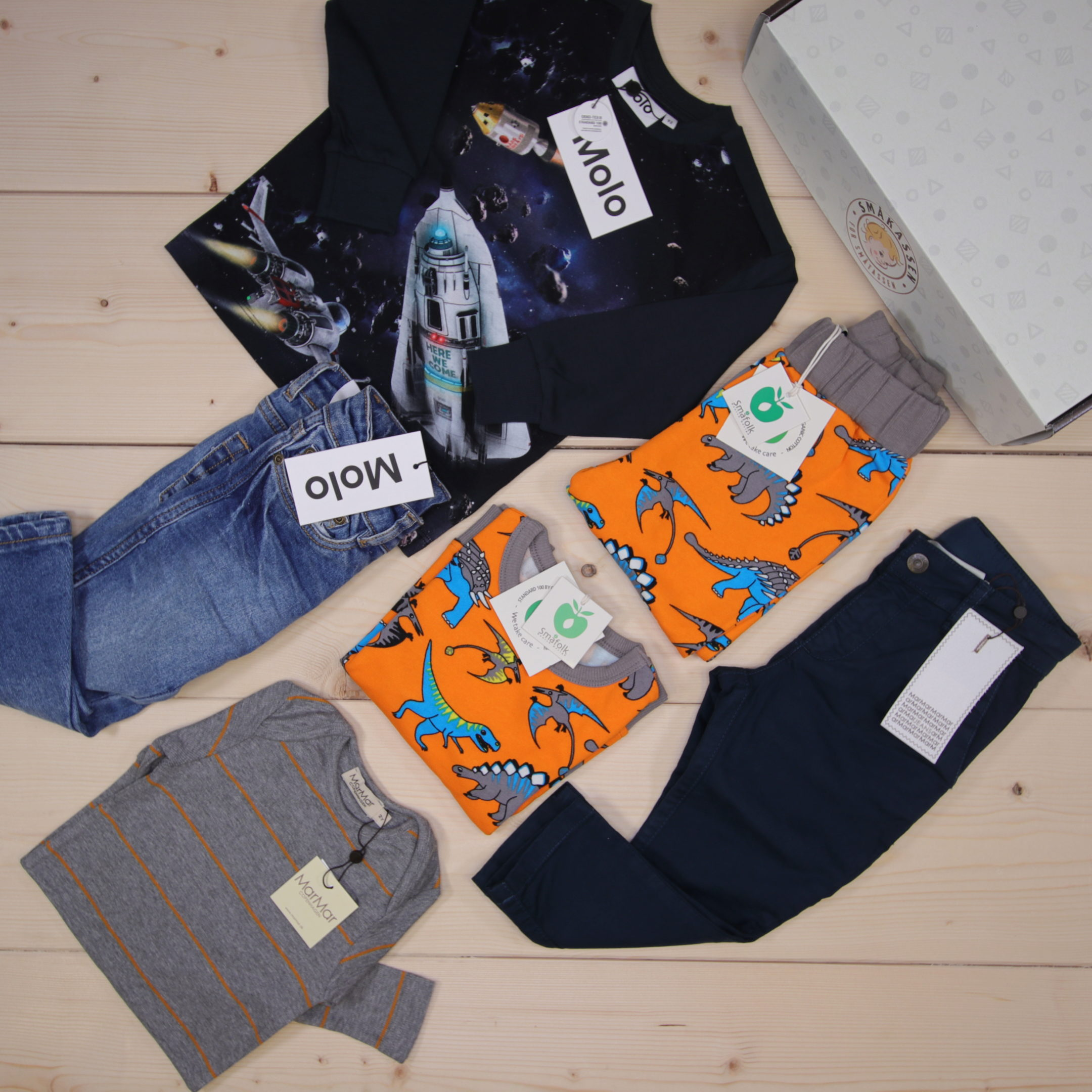 This is a 166 GBP* Småkassen that we prepared for a boy  in the styles cute, cool, and colorful in size 92
