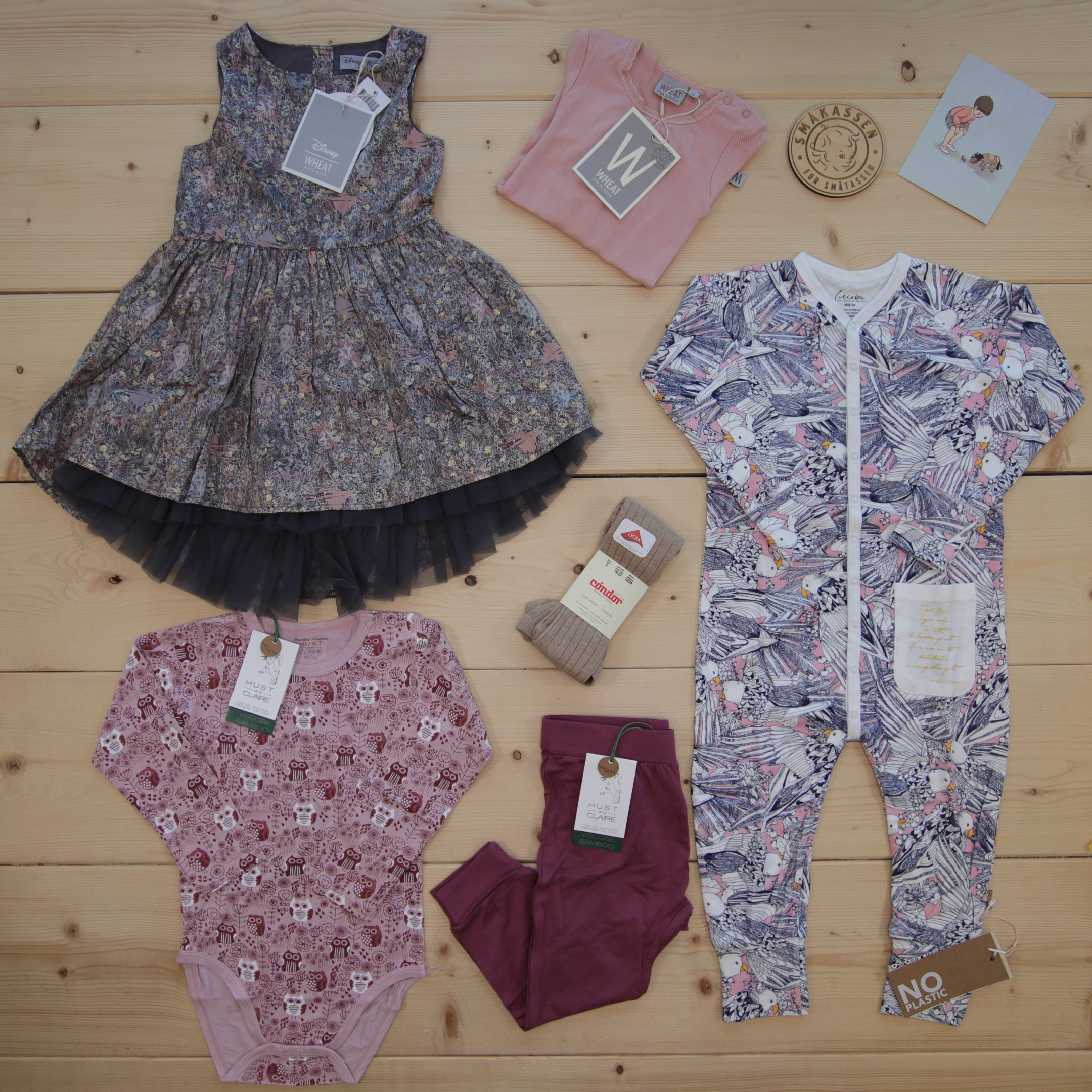 This is a 2000 NOK* Småkassen that we prepared for a girl  in the style cute in size 92