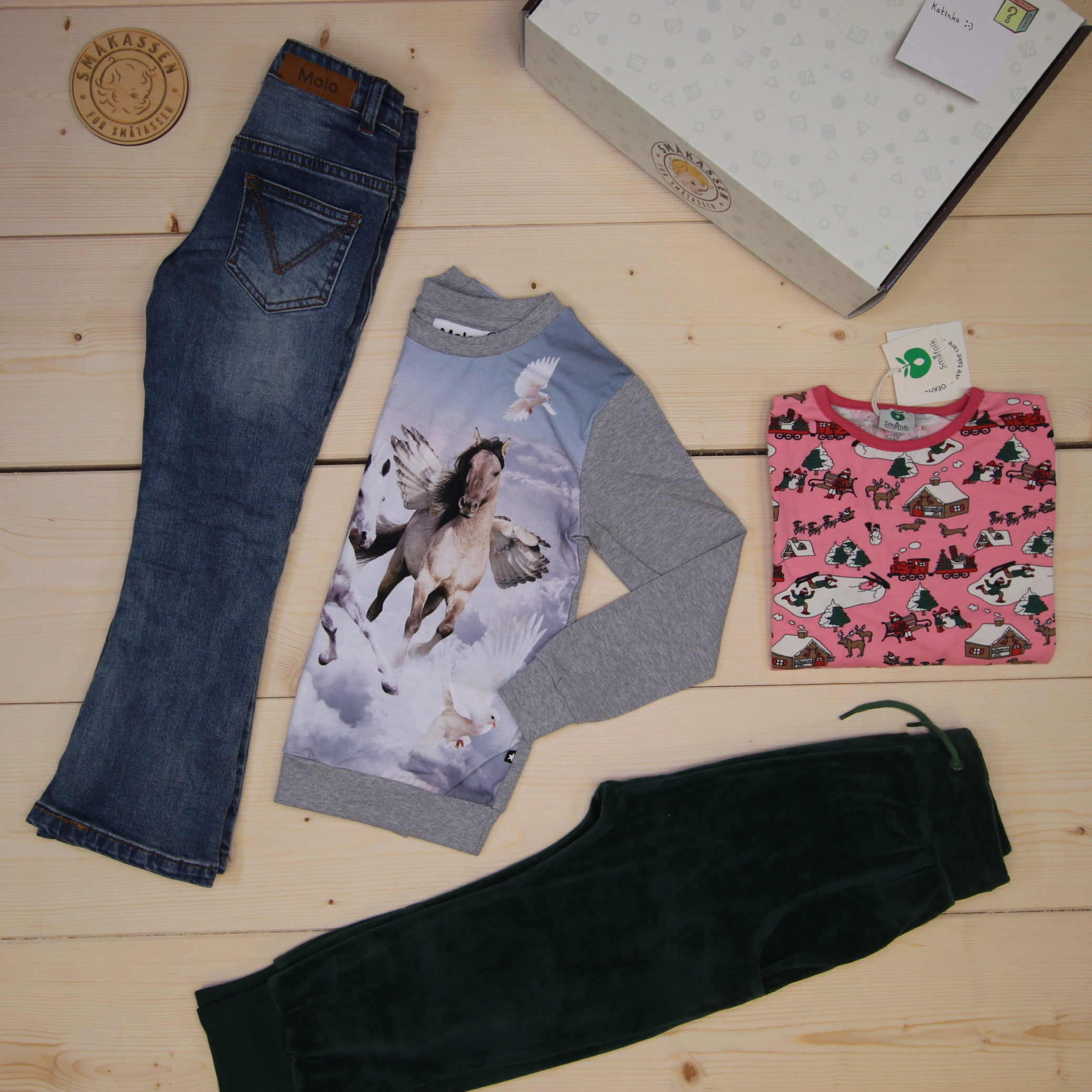 This is a 1500 NOK* Småkassen that we prepared for a girl  in the styles cute, cool, and colorful in size 116