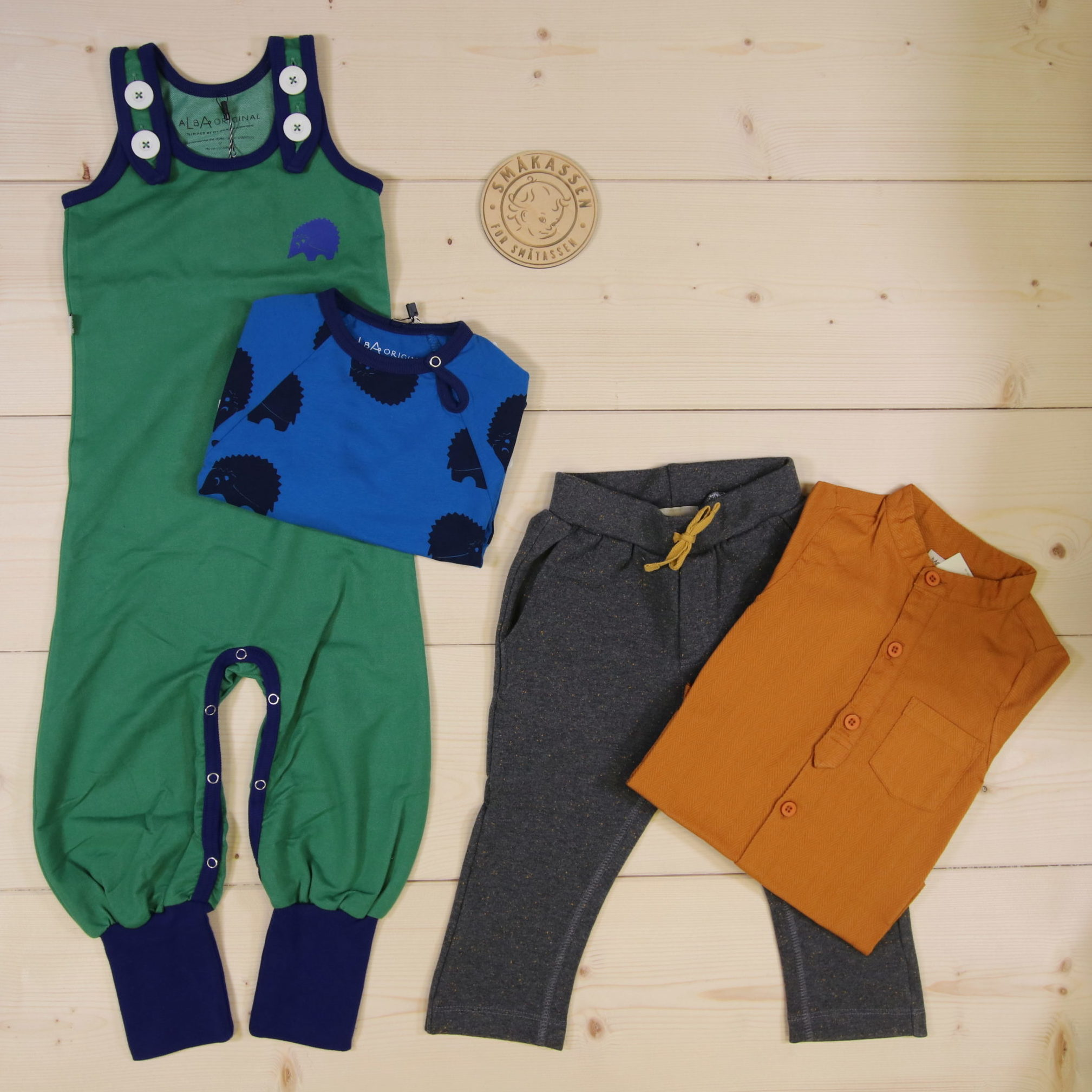 This is Småkassen that we prepared for a boy in the styles cute, cool, and colorful in size 92.