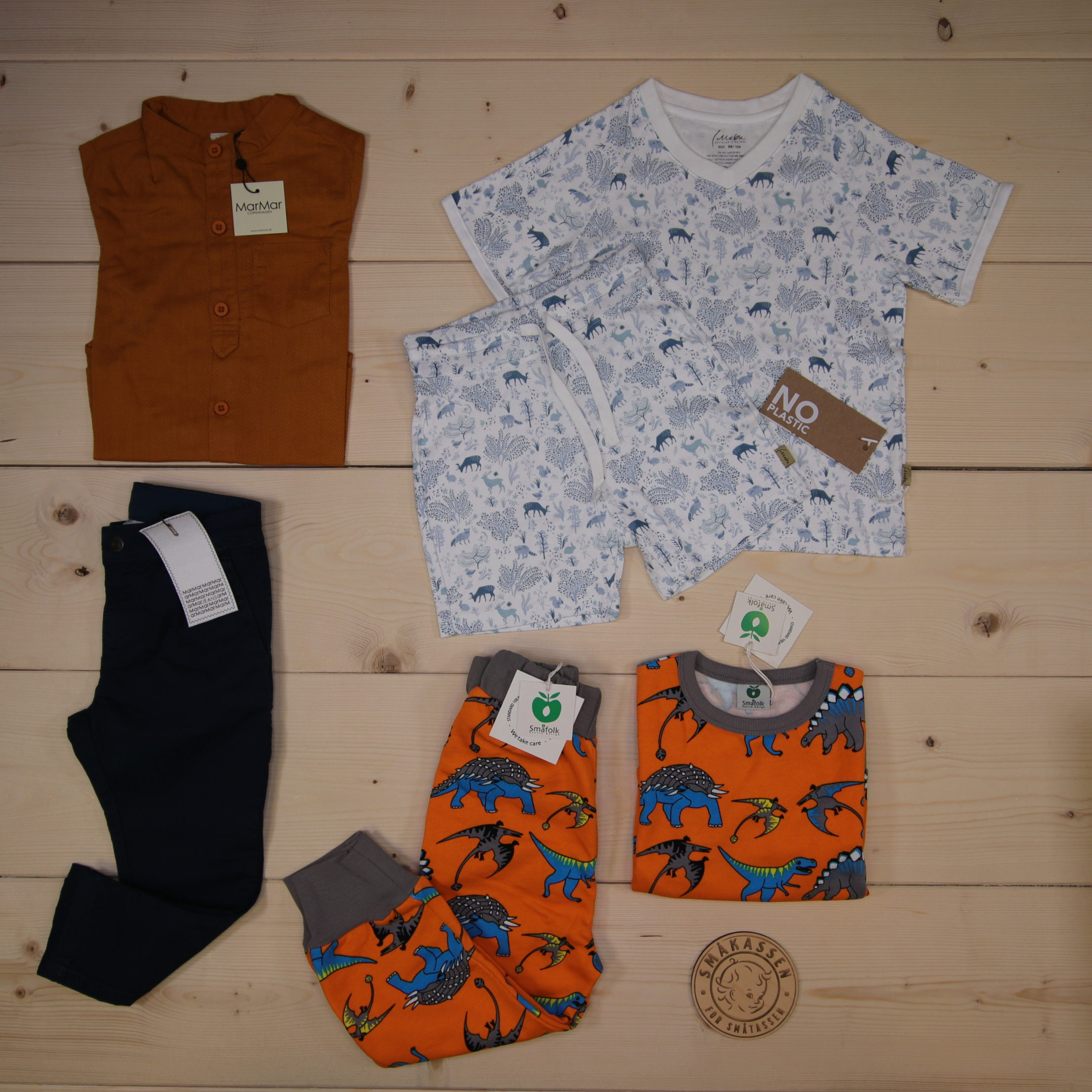 This is a 2000 NOK* Småkassen that we prepared for a boy  in the styles cute and cool in size 98
